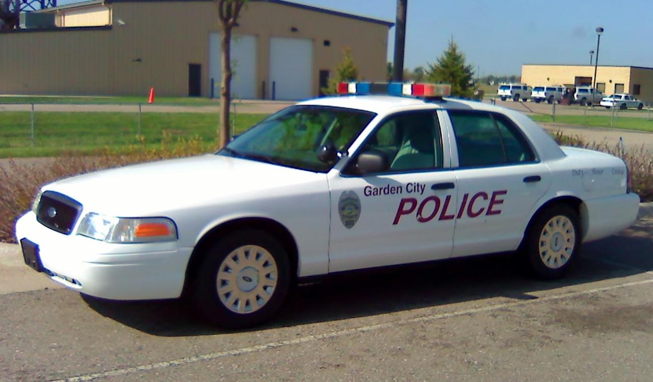 2004 ford police interceptor - Garden City Police Department